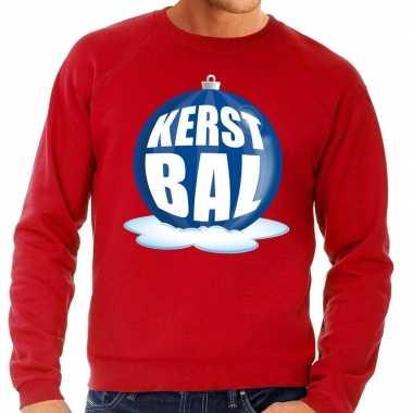 Foute kersttrui kerstbal blauw op rode sweater voor man