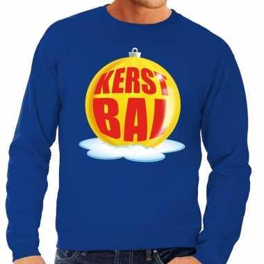 Foute kersttrui kerstbal geel op blauwe sweater voor man