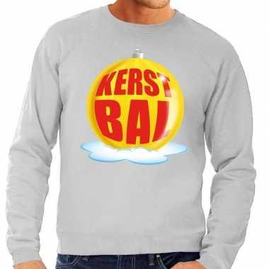 Foute kersttrui kerstbal geel op grijze sweater voor man