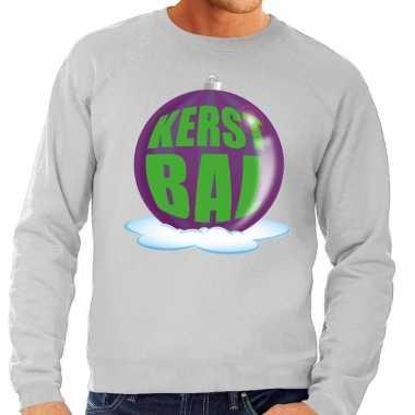 Foute kersttrui kerstbal paars op grijze sweater voor man